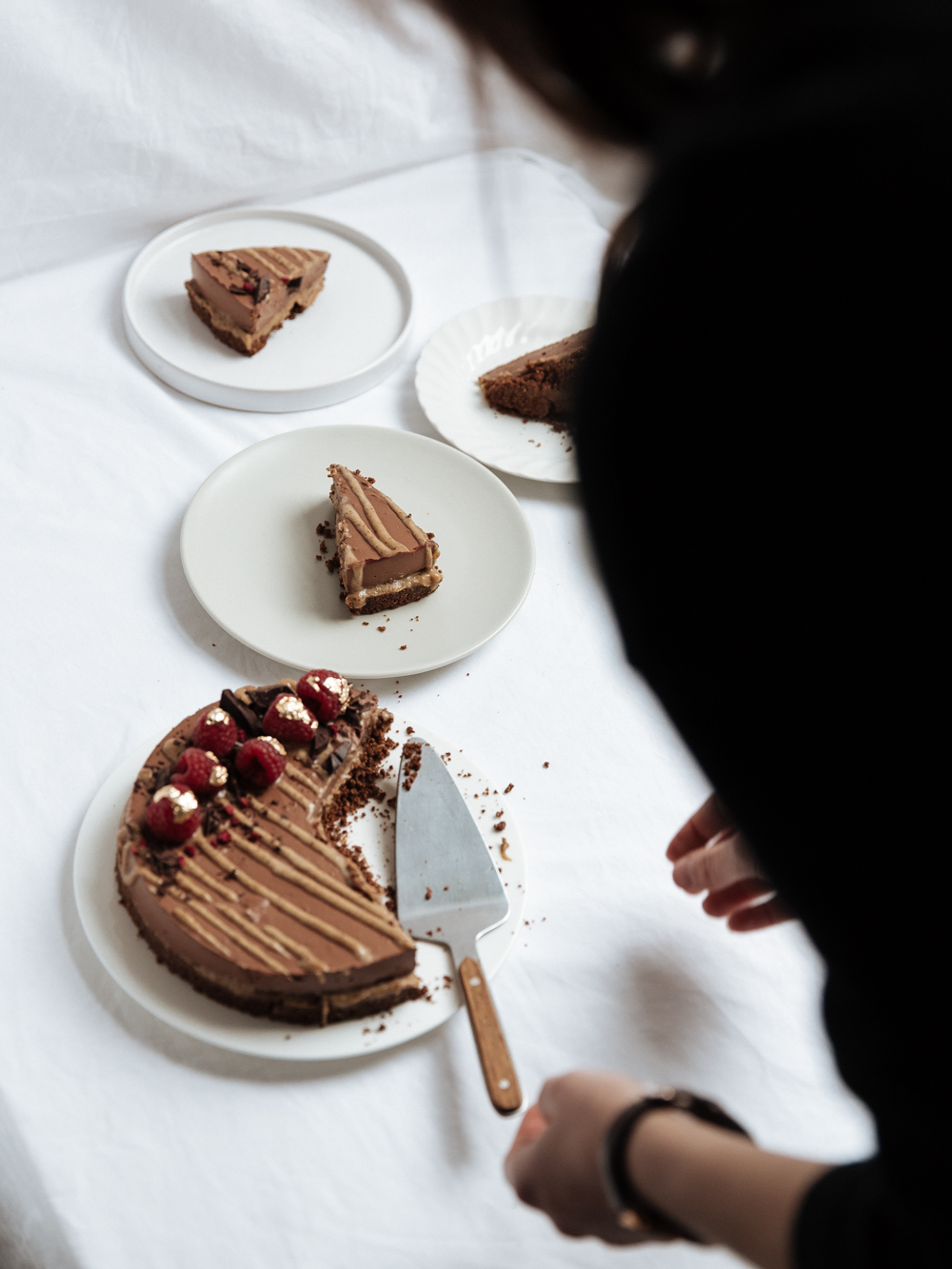 Baking with Monalogue - Raw Salted Caramel Chocolate Cheesecake