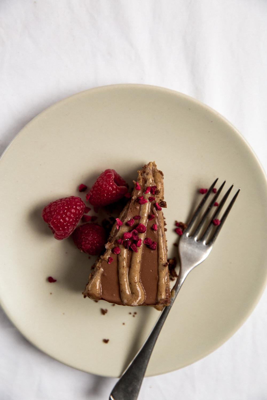 Baking with Monalogue - Raw Salted Caramel Chocolate Cheesecake